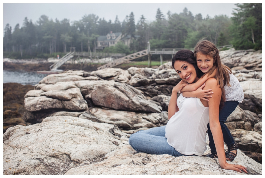 Maine_photographer_maternity_portraits_family_child_ocean_woods_coast_Boothbay-003