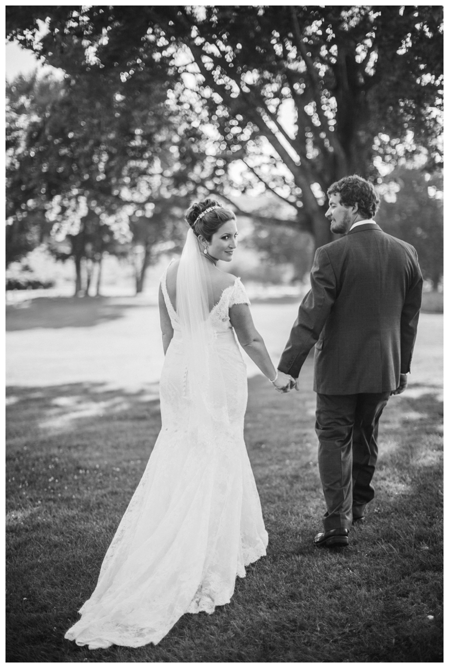 Maine_wedding_photographer_Laudholm_Farm_Wells_barn-045