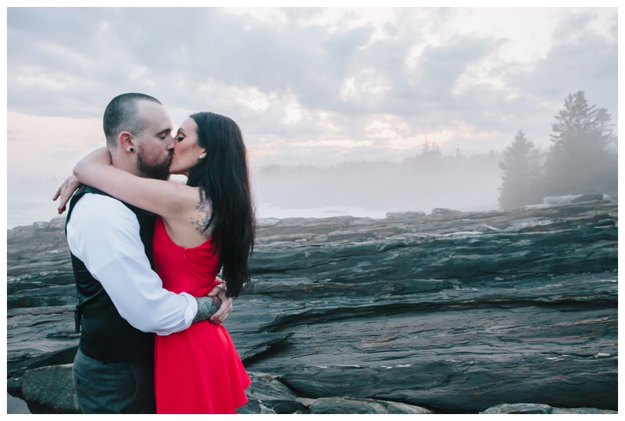 CindyGiovagnoli_MaineWeddingPhotographer_DestinationPhotographer_PemaquidLight_MaineCoast-036