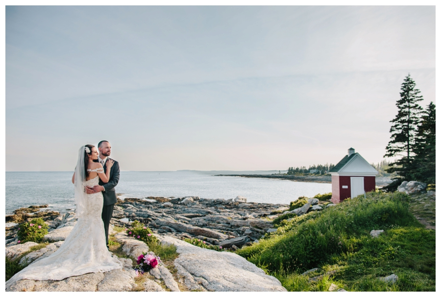 MaineWeddingPhotographer_MaineEditorialPhotographer_Pemaquid_Damariscotta_BradleyInn_PemaquidPointLighthouse_tattooed_wedding-038