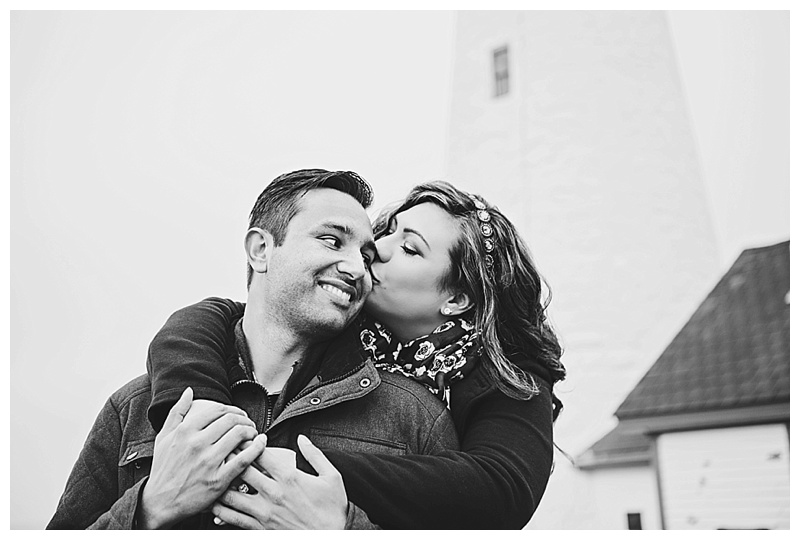 Maine_wedding_photographer_Portland_CapeElizabeth_FortWilliams_lighthouse_Headlight_engagement-003
