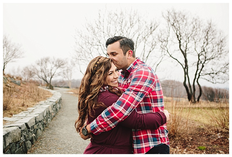 Maine_wedding_photographer_Portland_CapeElizabeth_FortWilliams_lighthouse_Headlight_engagement-008