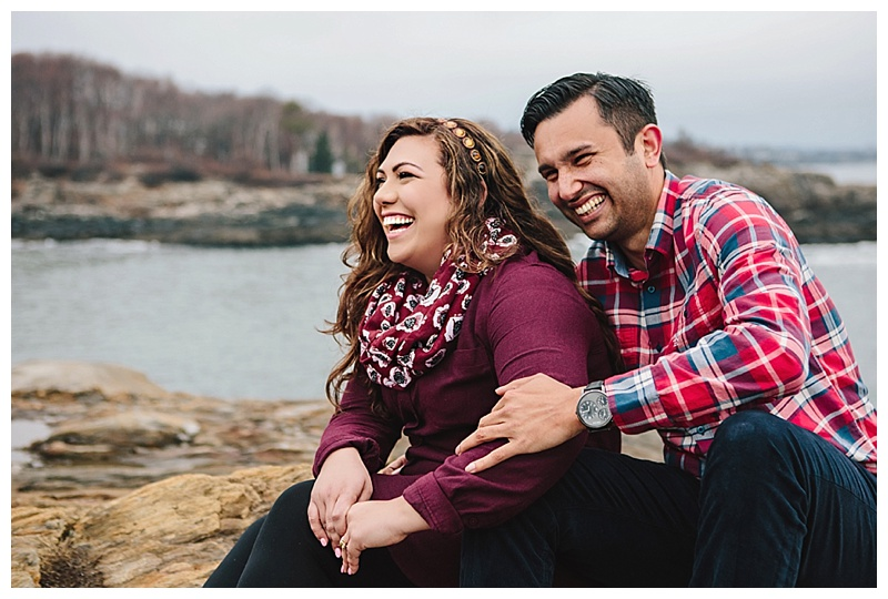 Maine_wedding_photographer_Portland_CapeElizabeth_FortWilliams_lighthouse_Headlight_engagement-010