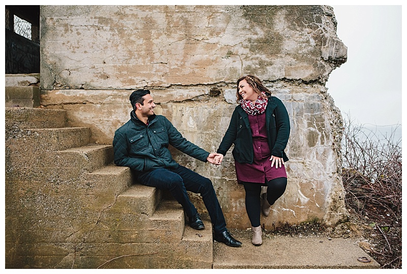 Maine_wedding_photographer_Portland_CapeElizabeth_FortWilliams_lighthouse_Headlight_engagement-013