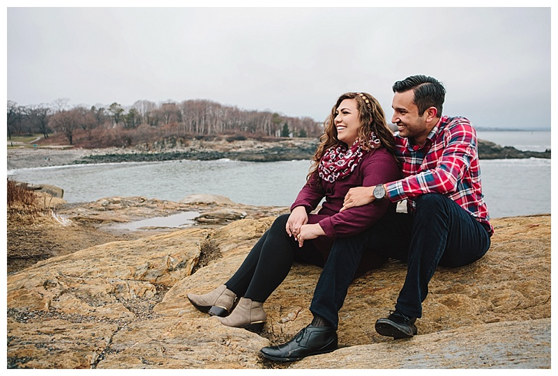 Maine_wedding_photographer_Portland_CapeElizabeth_FortWilliams_lighthouse_Headlight_engagement-017