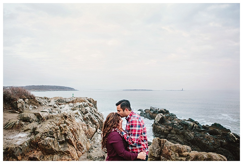 Maine_wedding_photographer_Portland_CapeElizabeth_FortWilliams_lighthouse_Headlight_engagement-018