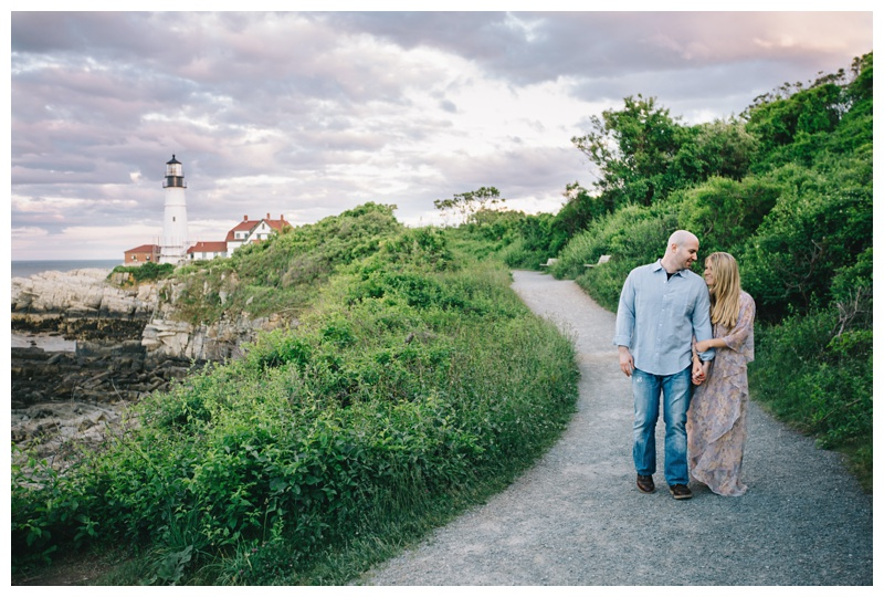 Maine_wedding_photographer_Portland_OldPort_FortWilliams_engagements_coast-023
