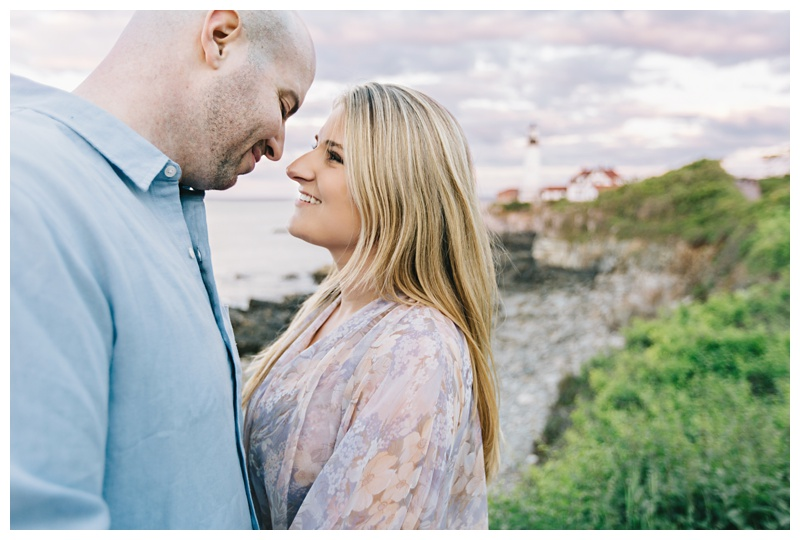 Maine_wedding_photographer_Portland_OldPort_FortWilliams_engagements_coast-024