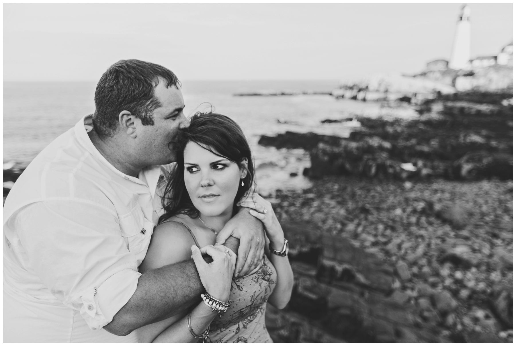 Maine_Photographer_Engagements_FortWilliams_PortlandHeadLight_lighthouse_coastal_seaside-001