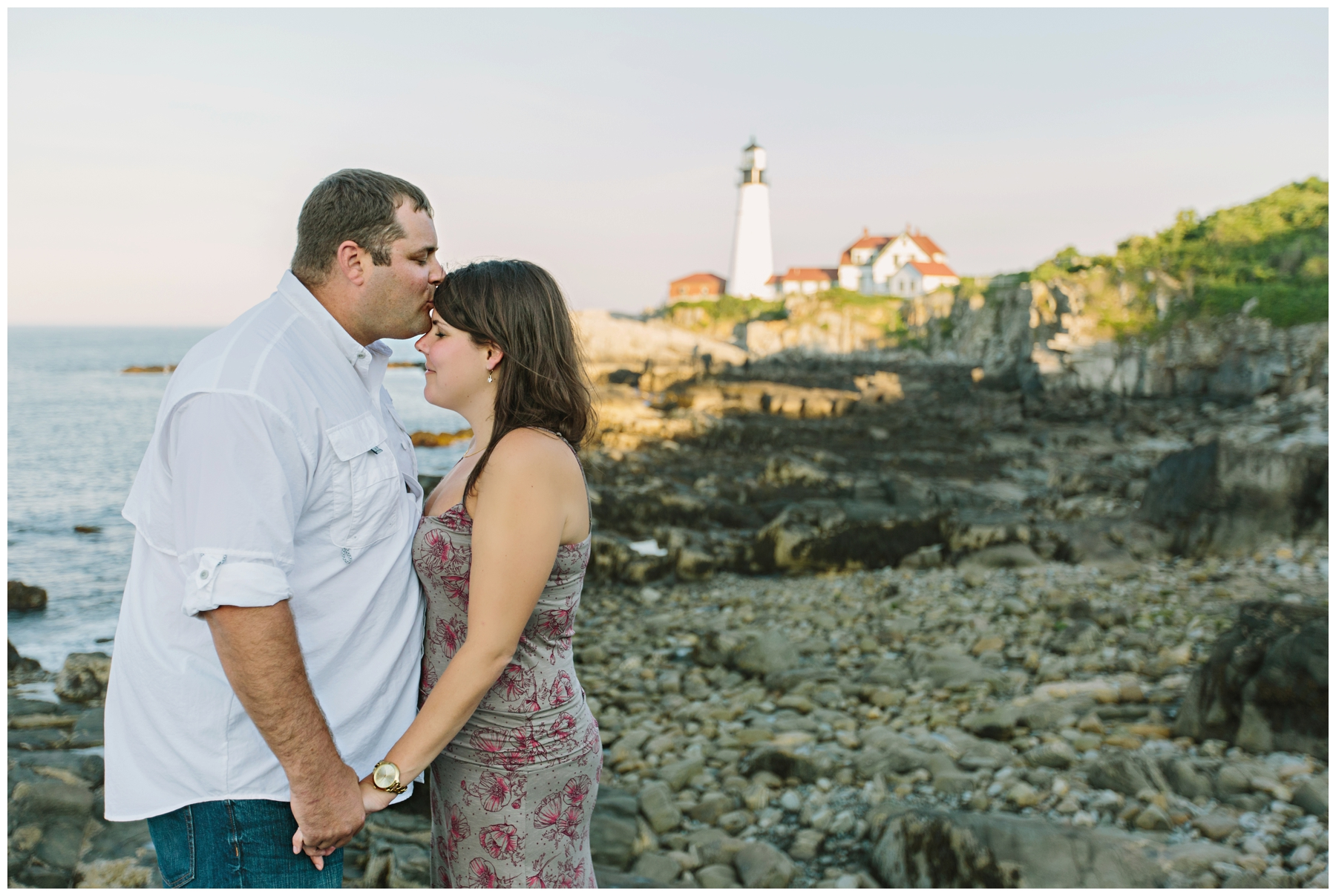 Maine_Photographer_Engagements_FortWilliams_PortlandHeadLight_lighthouse_coastal_seaside-002