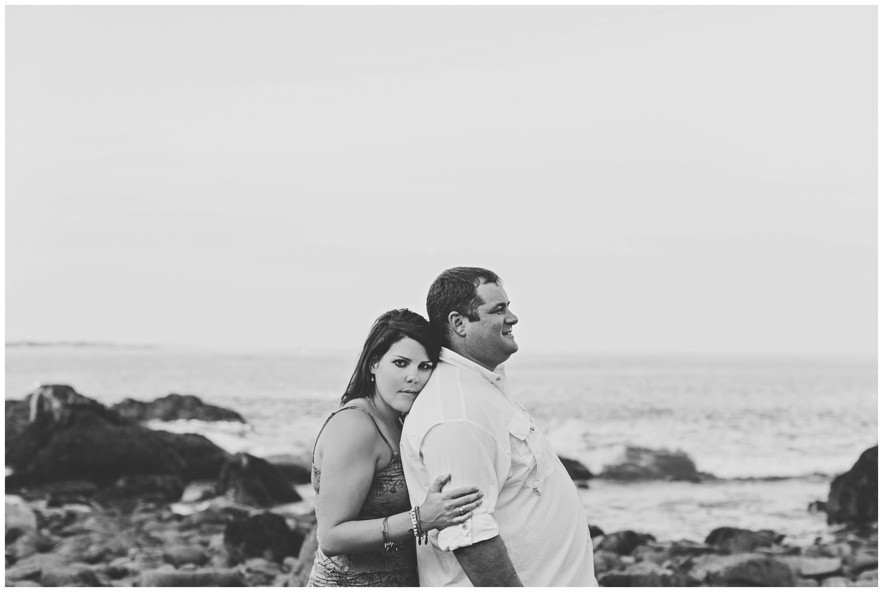 Maine_Photographer_Engagements_FortWilliams_PortlandHeadLight_lighthouse_coastal_seaside-004