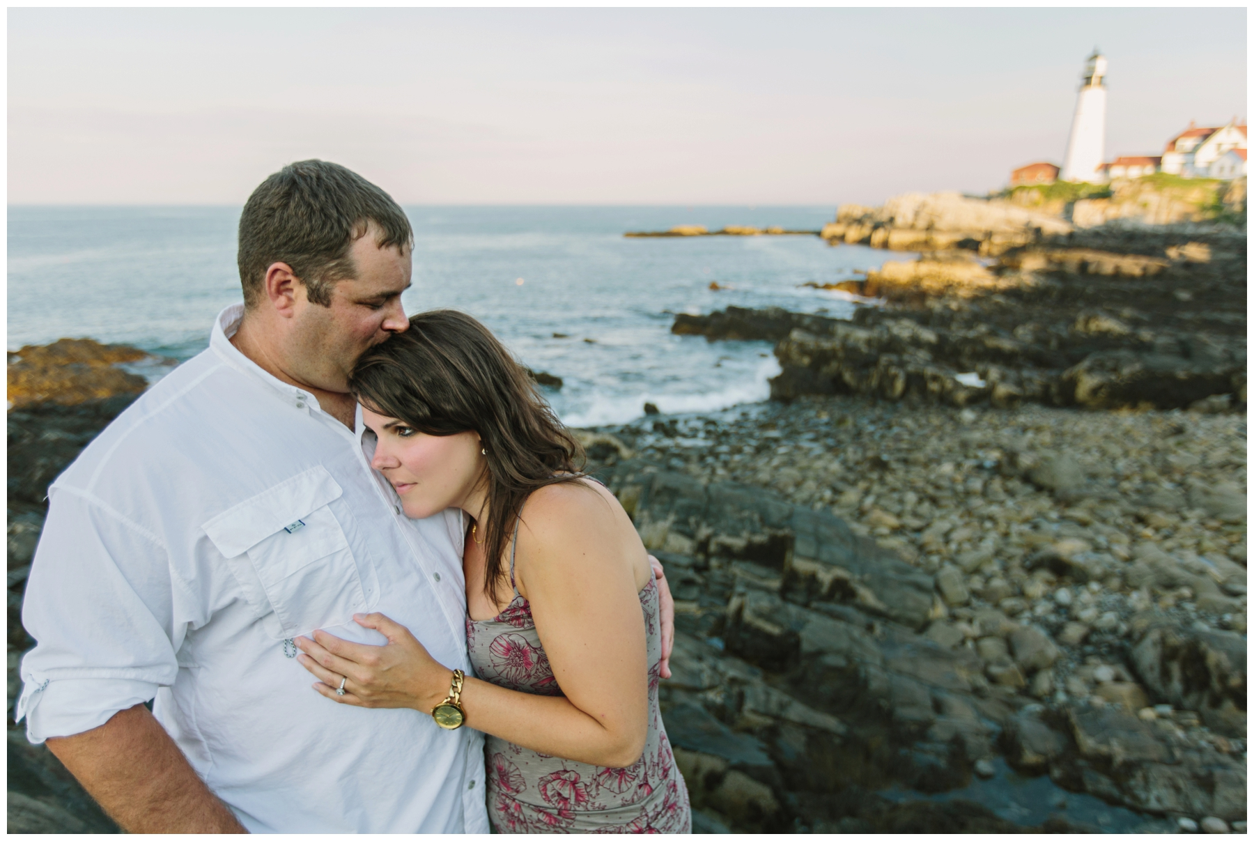 Maine_Photographer_Engagements_FortWilliams_PortlandHeadLight_lighthouse_coastal_seaside-005