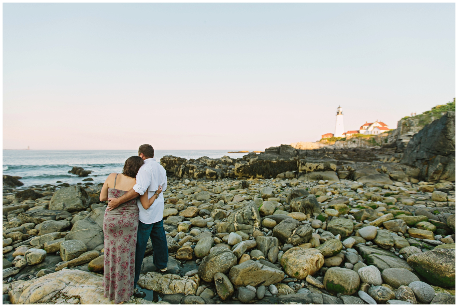 Maine_Photographer_Engagements_FortWilliams_PortlandHeadLight_lighthouse_coastal_seaside-009