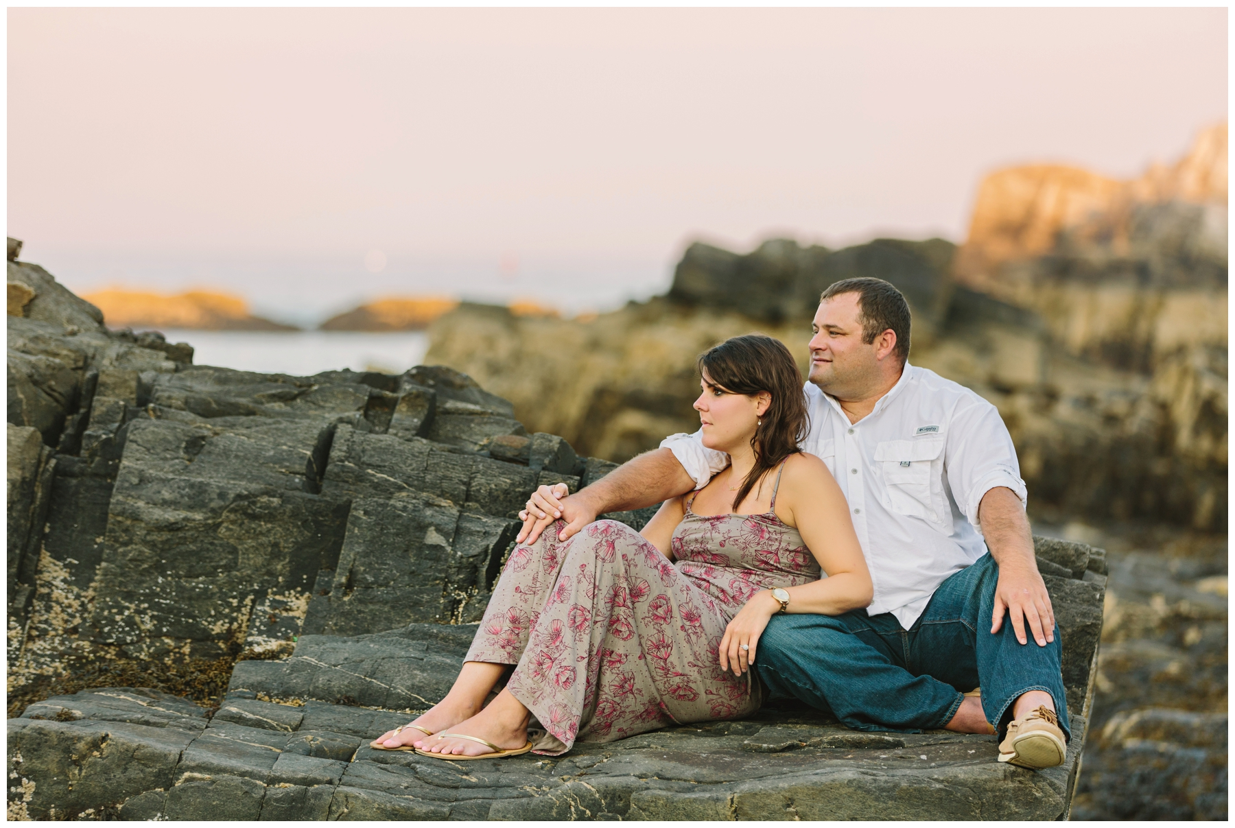 Maine_Photographer_Engagements_FortWilliams_PortlandHeadLight_lighthouse_coastal_seaside-012