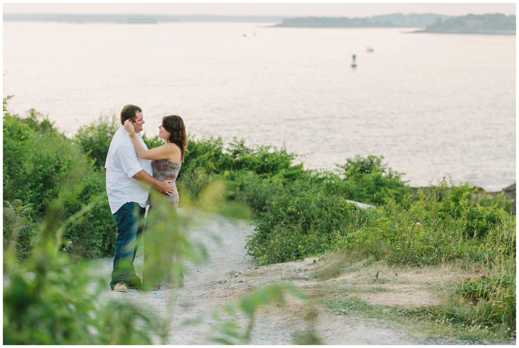 Maine_Photographer_Engagements_FortWilliams_PortlandHeadLight_lighthouse_coastal_seaside-014