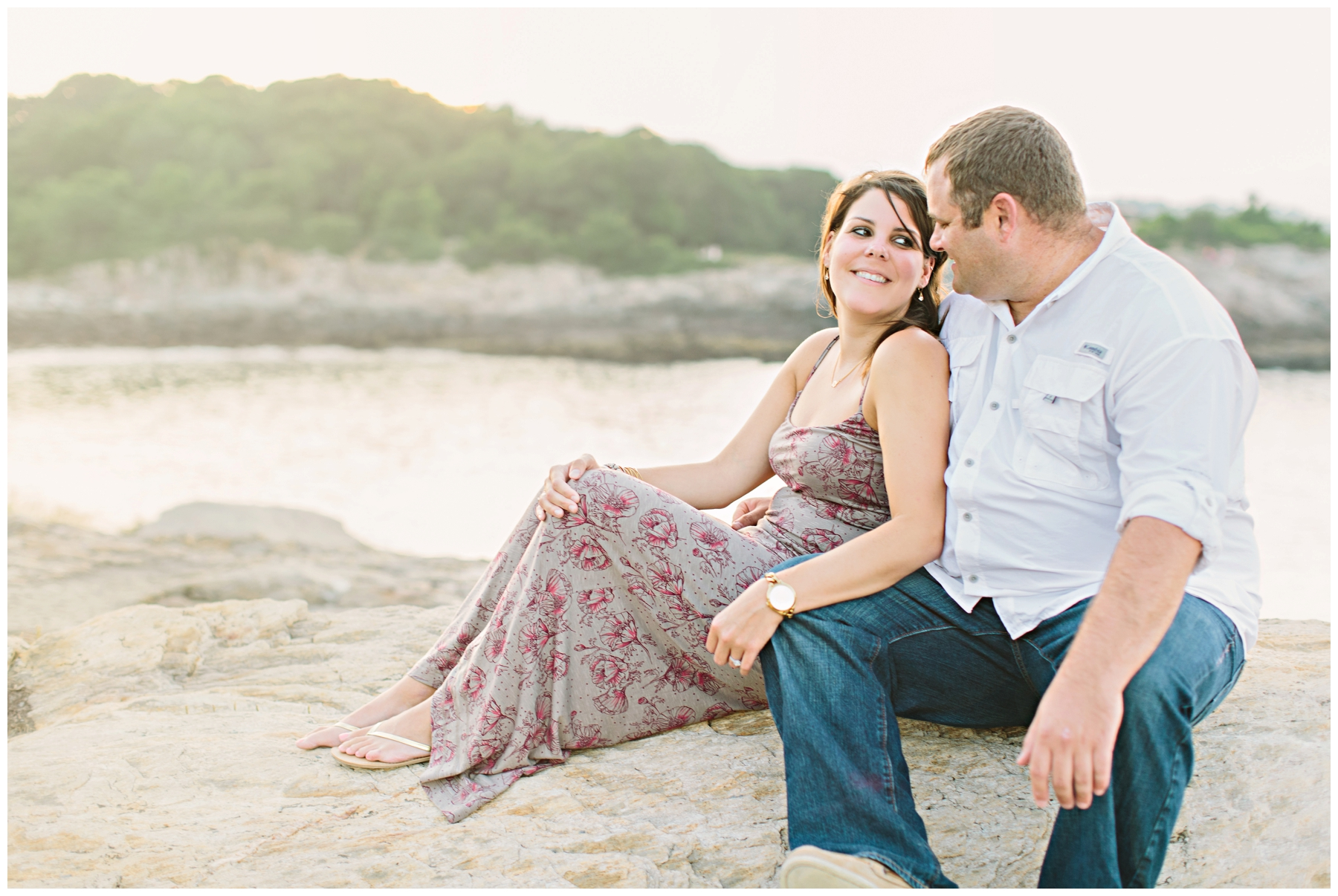Maine_Photographer_Engagements_FortWilliams_PortlandHeadLight_lighthouse_coastal_seaside-023
