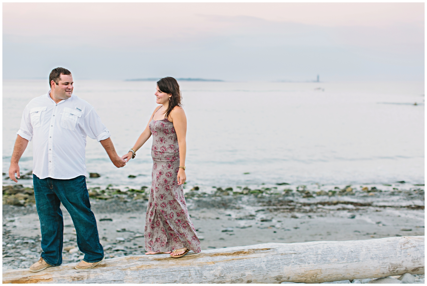 Maine_Photographer_Engagements_FortWilliams_PortlandHeadLight_lighthouse_coastal_seaside-028