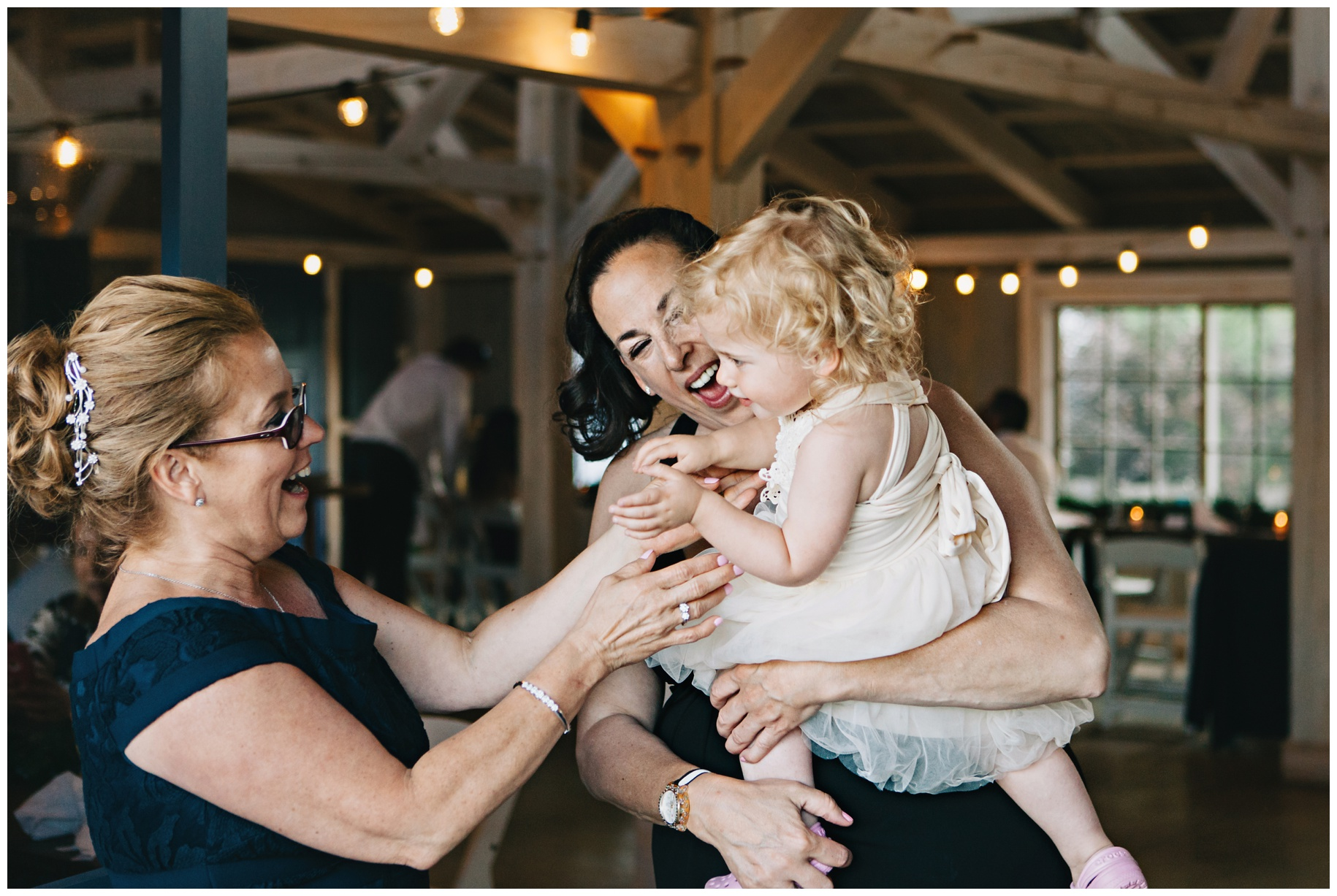 maineweddingphotographer_wiscassett_farm_barn_newengland-111